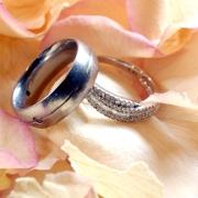 Eheschließung, Trauringe, Heiratsurkunde und beglaubigte Übersetzung