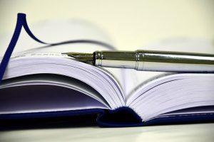 Im Glossar der Fachbegriffe finden Sie eine kurze Erläuterung der Terminologie zum Thema beglaubigte Übersetzung